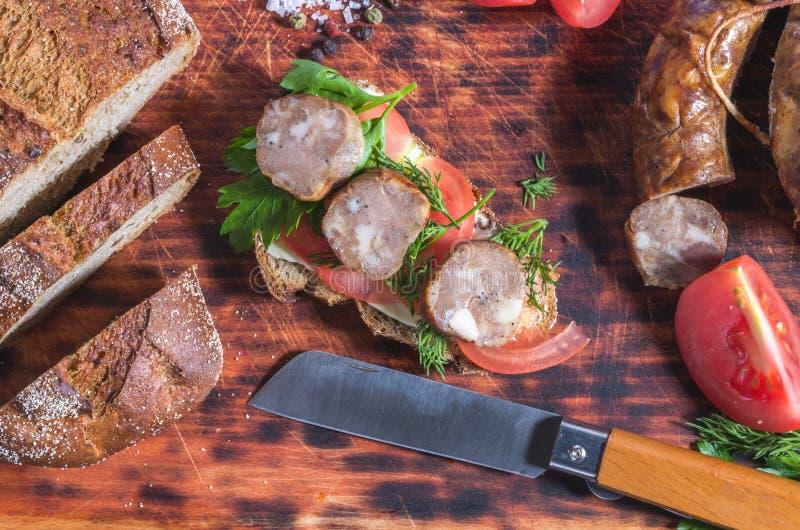 Légumes et viande de coupe Casse-croûte fait maison dessus images libres de droits