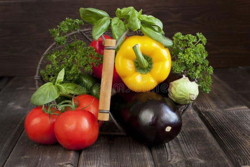 Légumes frais avec des lames image stock