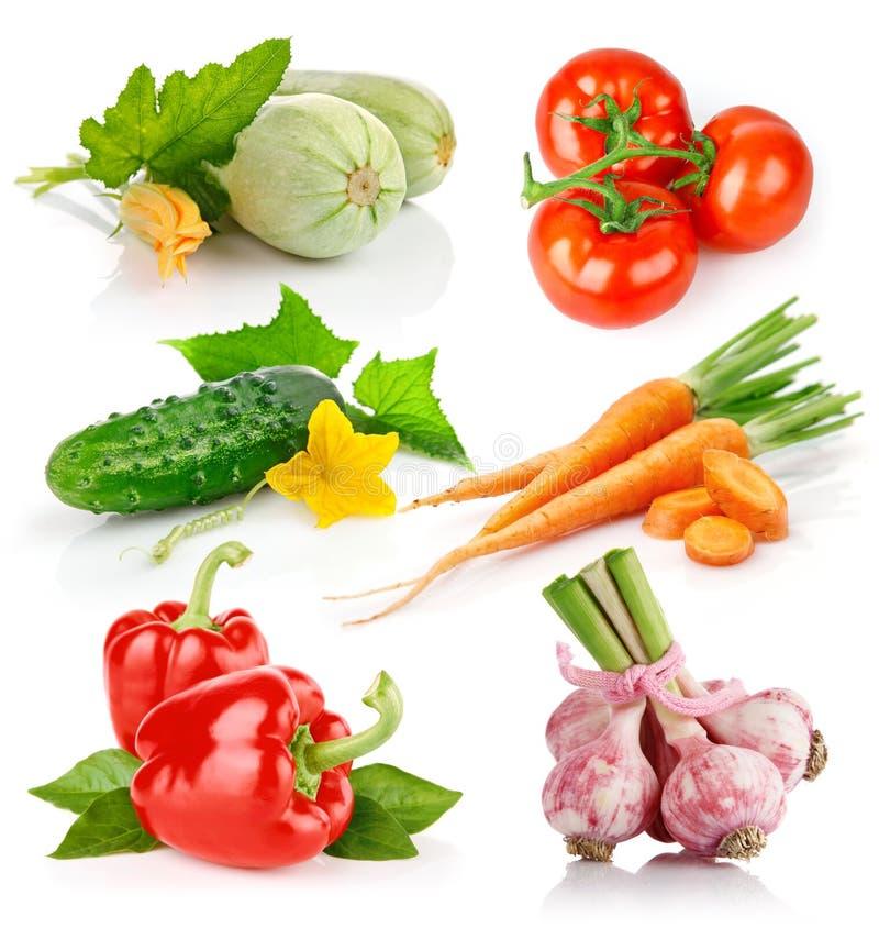 Légumes frais réglés avec les lames vertes photo libre de droits