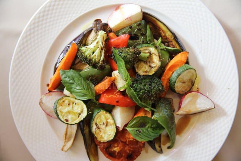 Légumes grillés avec balsamique image libre de droits