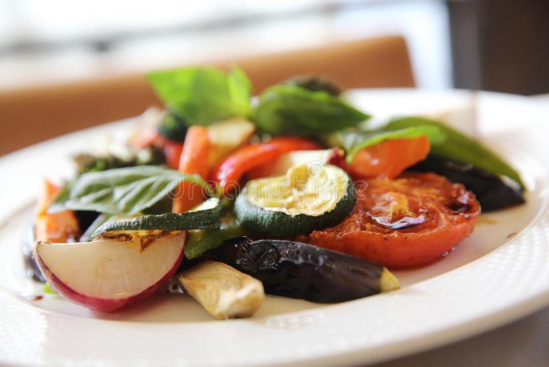 Légumes grillés avec balsamique images libres de droits