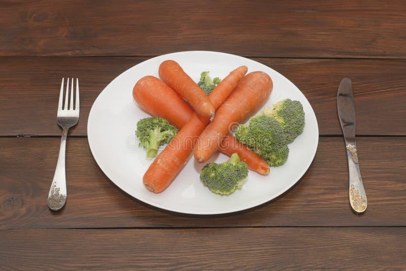 Légumes mélangés d'une plaque image stock