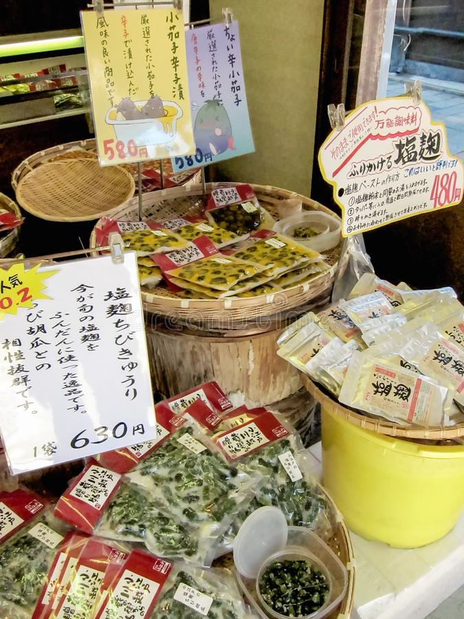 Légumes marinés à un secteur de cru à Tokyo photographie stock libre de droits