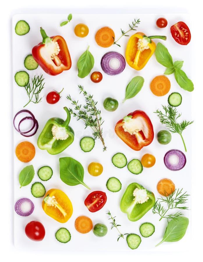 Légumes organiques frais d'isolement sur le fond blanc, vue supérieure image libre de droits