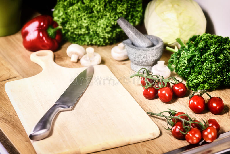 Légumes organiques frais en faisant cuire l'arrangement Consommation saine et photos libres de droits