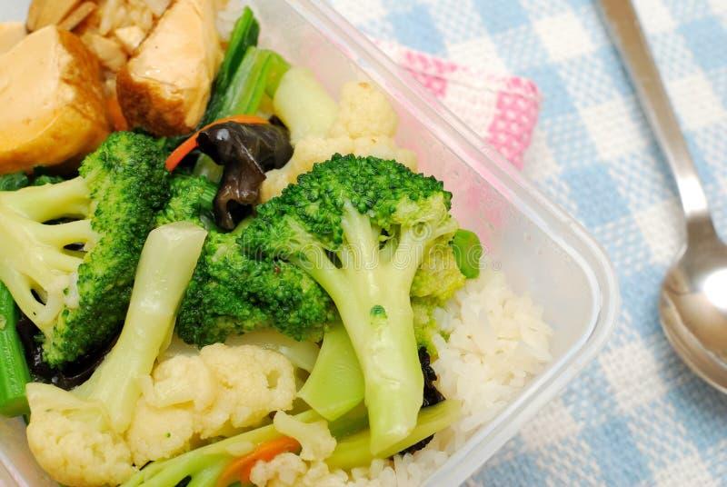 Légumes sains pour le déjeuner emballé photographie stock