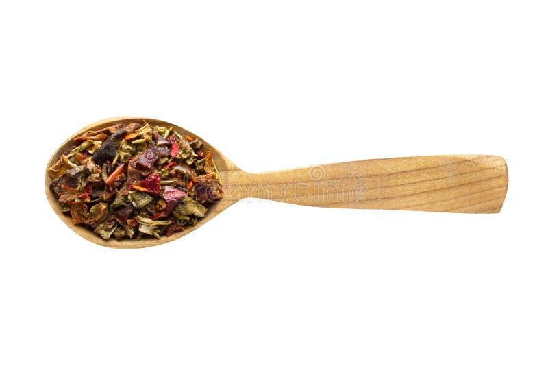 L?gumes secs dans la cuill?re en bois d'isolement sur le fond blanc ?pice pour faire cuire la nourriture, vue sup?rieure photographie stock