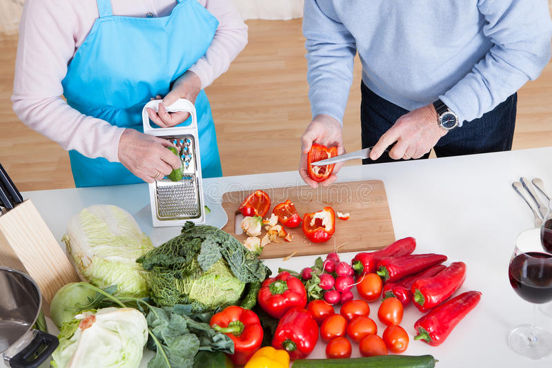 Légumes supérieurs de coupe de couples photo stock