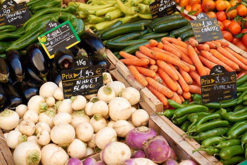 Légumes sur la stalle du marché image libre de droits