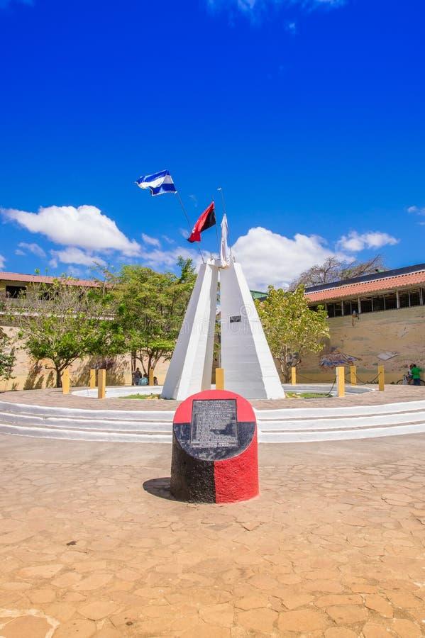 LÉON, NICARAGUA, MAI, 16, 2018 : Vue extérieure du mausolée des héros et des martyres avec la peinture murale de l'histoire du Ni images stock