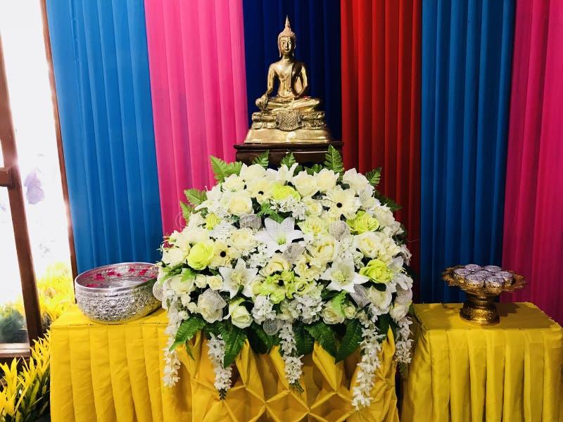 Líder budista de Buda de la carga gran imagenes de archivo