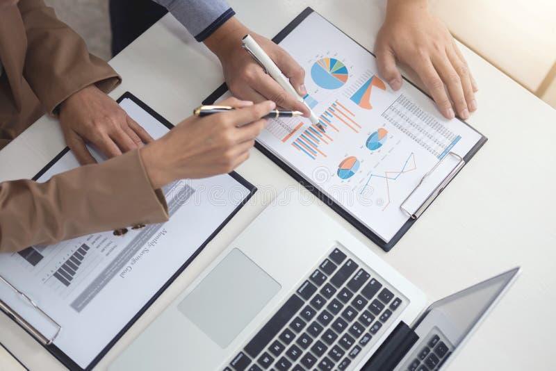 Líder de negócio seguro, conferência da reunião da equipe do negócio no imagem de stock