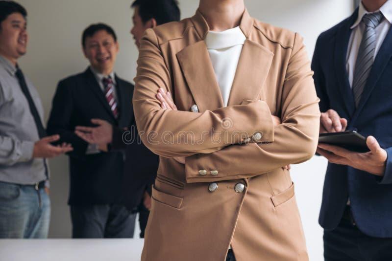 Líder seguro da mulher de negócio, conferenc da reunião da equipe do negócio foto de stock royalty free