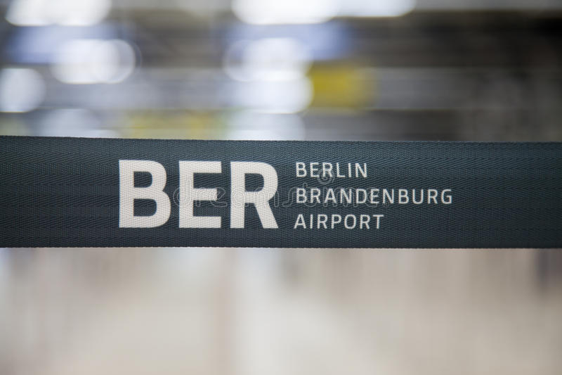 Límite de la barrera de Berlin Brandenburg Airport imágenes de archivo libres de regalías
