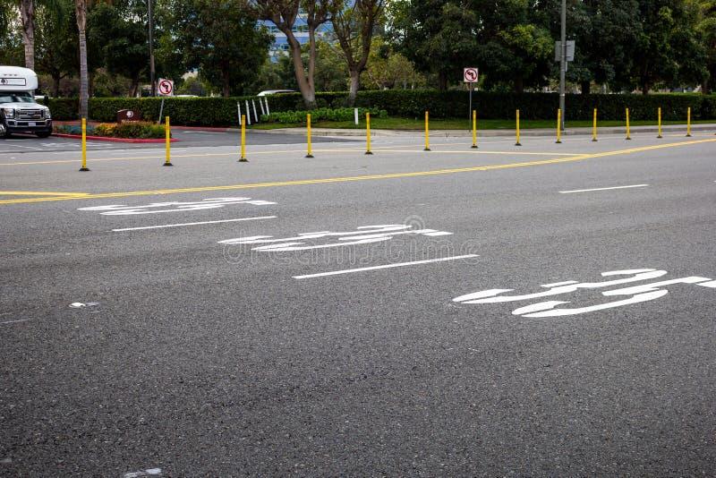 Límite de velocidad fijado en la calle imagen de archivo libre de regalías