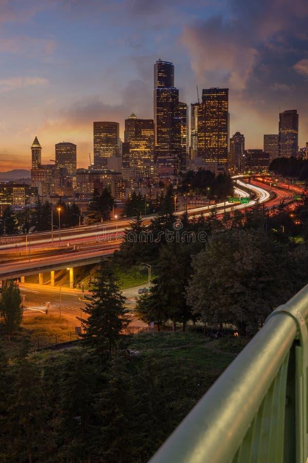 Línea aérea de Seattle al atardecer foto de archivo libre de regalías