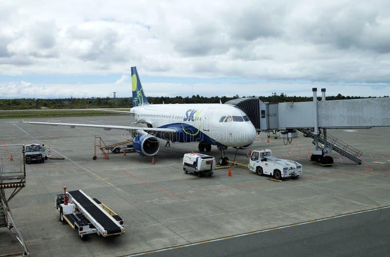 Línea aérea en el aeropuerto de Puerto Montt, Chile del cielo imagenes de archivo