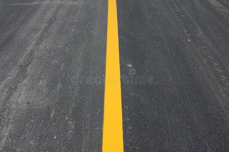 Línea amarilla en el camino foto de archivo libre de regalías