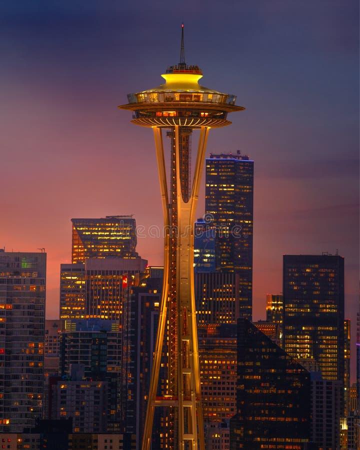 Línea de aguja espacial Seattle al atardecer fotografía de archivo libre de regalías