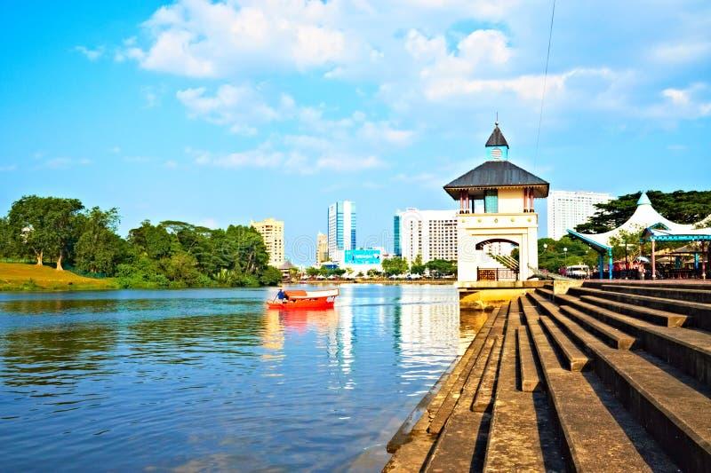 Línea de costa de Kuching, Borneo (Malasia) imagen de archivo