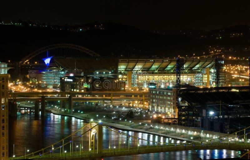 Línea de costa de Pittsburgh en la noche foto de archivo libre de regalías