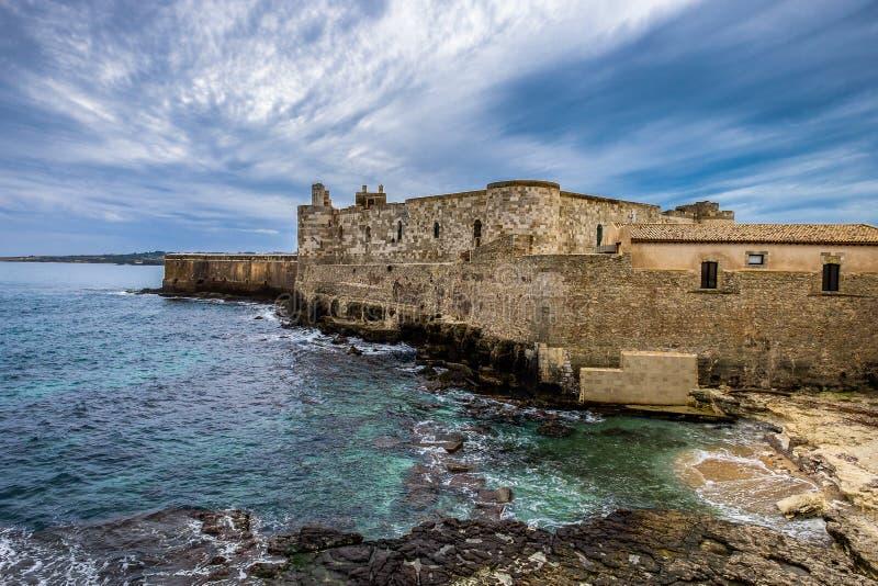 Línea de la costa de isla de Ortigia en la ciudad de Syracuse, Sicilia imágenes de archivo libres de regalías