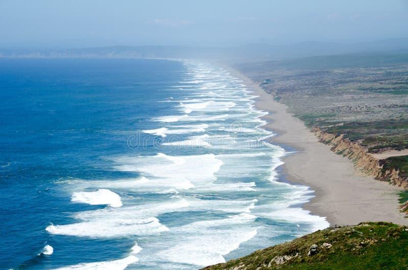Línea de la playa cerca del punto Reyes, California imágenes de archivo libres de regalías