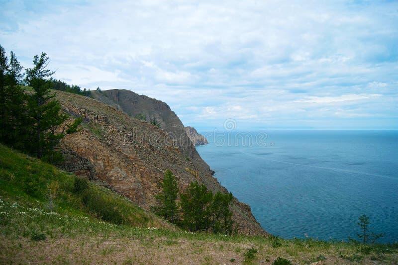 Línea de la playa del lago Baikal foto de archivo libre de regalías