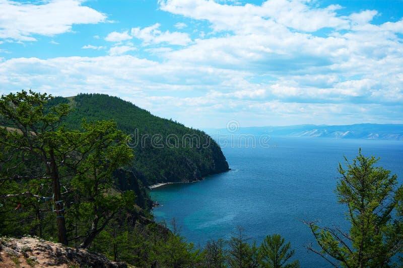 Línea de la playa del lago Baikal imagen de archivo