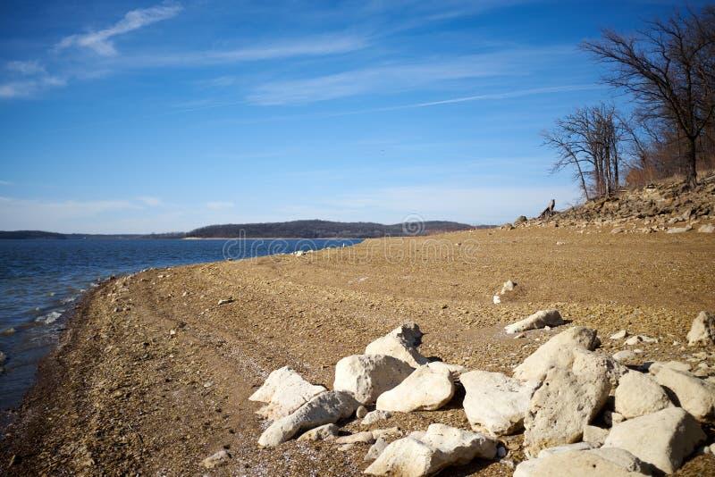Línea de la playa del lago Perry Kansas en luz de la tarde imagen de archivo libre de regalías