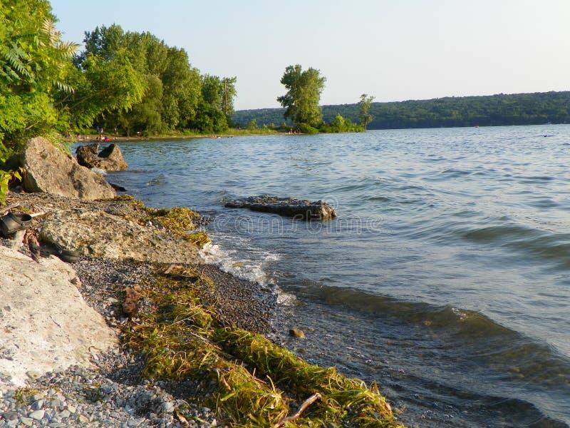 Línea de la playa del punto de la sal del lago Cayuga en Lansing NY fotos de archivo libres de regalías