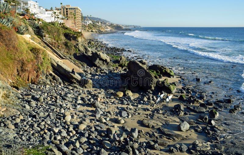 Línea de la playa en Cress Street Beach en Laguna Beach, California imágenes de archivo libres de regalías