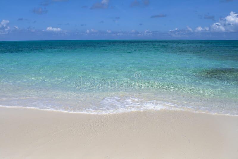 Download Línea De La Playa Tropical Hermosa Foto de archivo - Imagen de hermoso, paisaje: 7278624