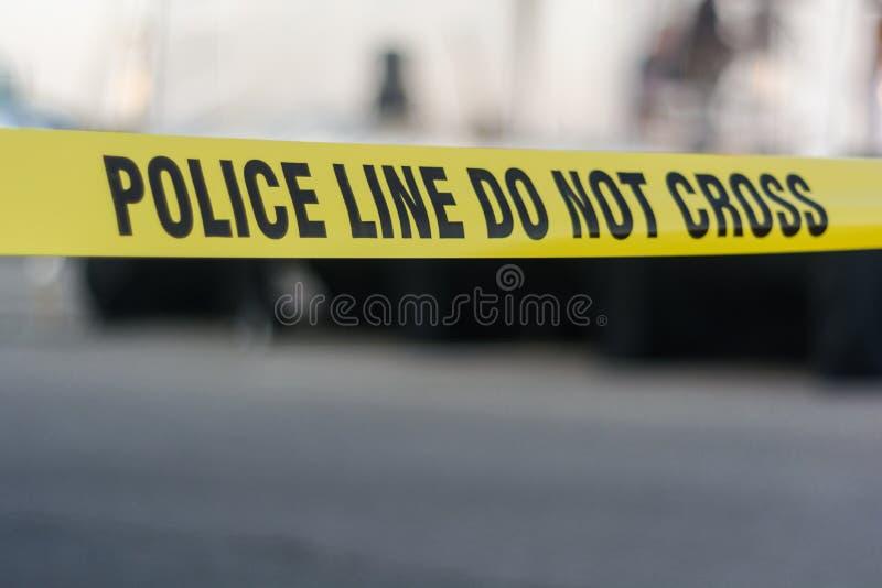 Línea de policía amarilla cinta imágenes de archivo libres de regalías