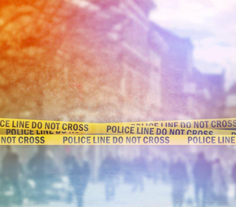 Línea de policía cinta de la venda en la calle imagenes de archivo