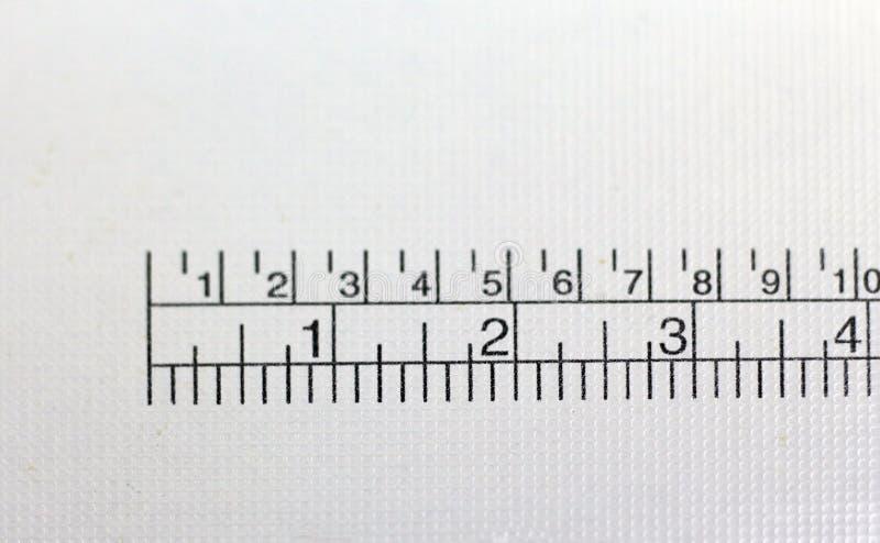 Línea de trabajo en la tabla de la costurera fotos de archivo