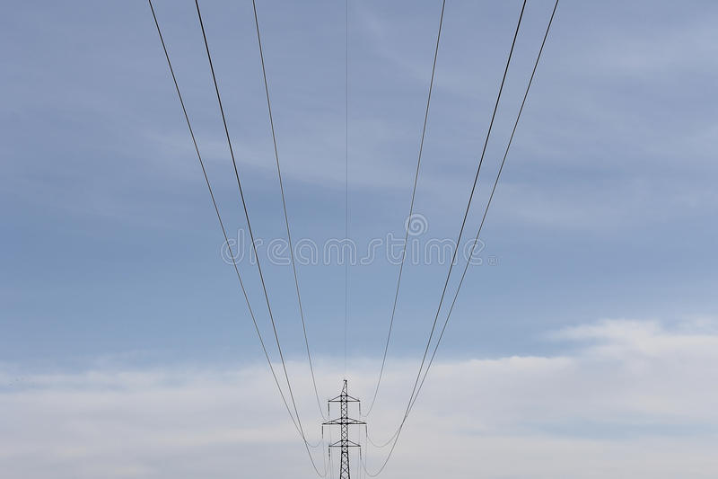 Línea de transmisión alambre del electro fotografía de archivo