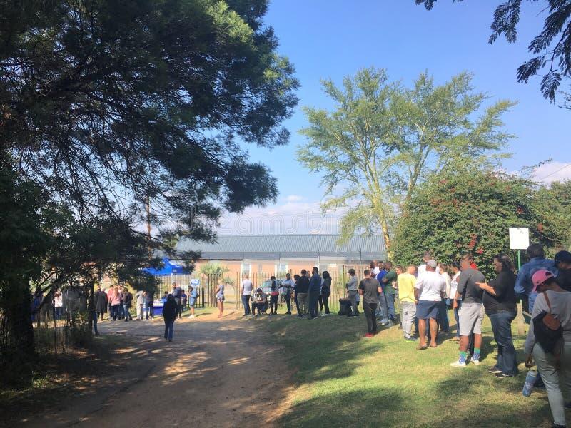 Línea de votación en 2019 elecciones surafricanas foto de archivo