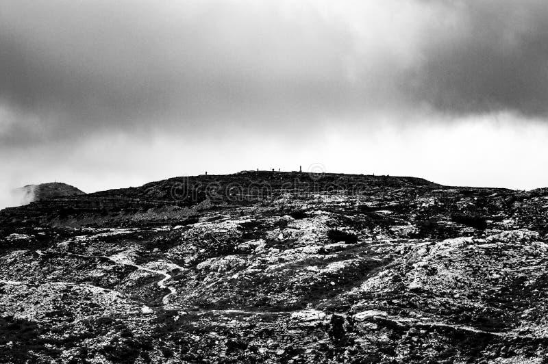 Línea del horizonte por completo de devastación humana inconsciente fotos de archivo