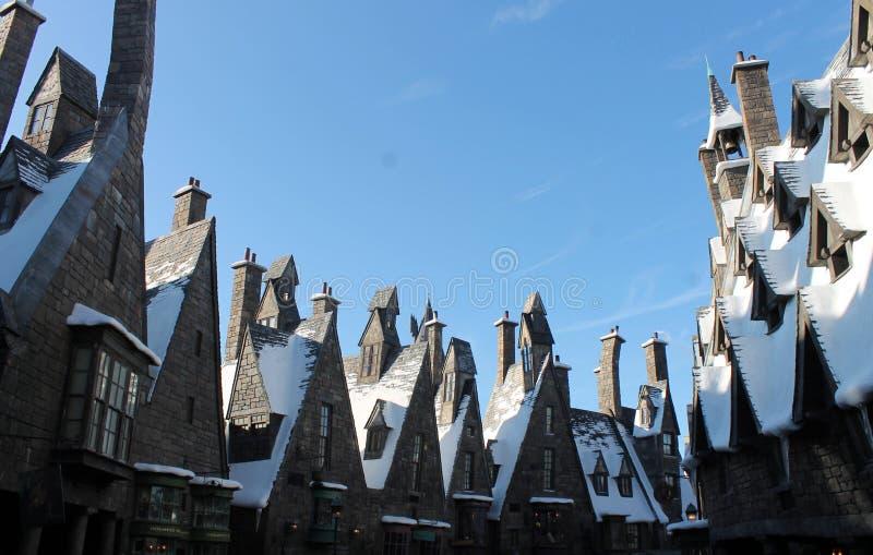 Línea del tejado de la ciudad de la fantasía en invierno imágenes de archivo libres de regalías