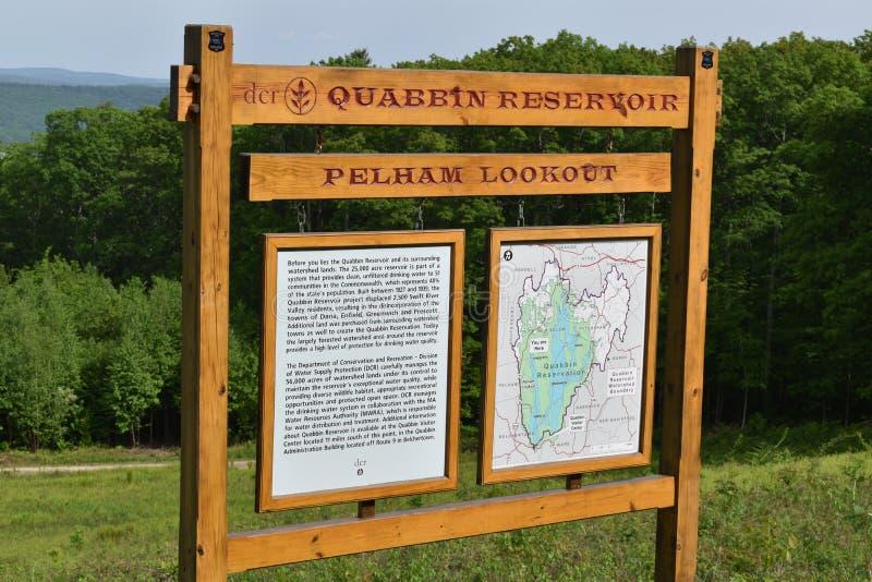 Línea divisoria de las aguas del depósito de Quabbin, región rápida de Quabbin River Valley de Massachusetts, Estados Unidos, los fotos de archivo libres de regalías