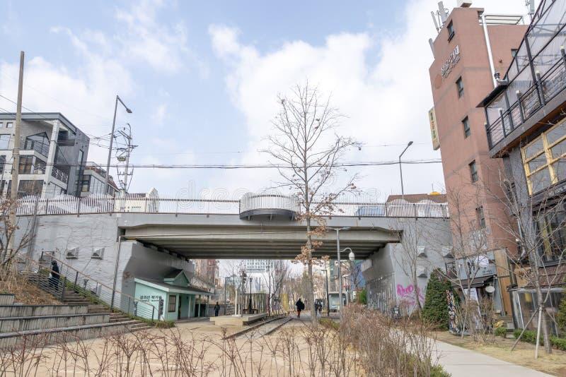 Línea estación y puente de Gyeonghui de la calle del libro de Forest Park fotografía de archivo libre de regalías