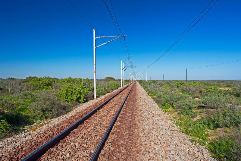 Línea ferroviaria electrificada Suráfrica del indicador estrecho imagen de archivo