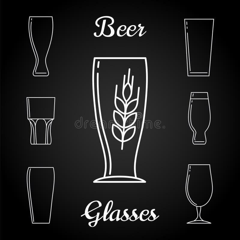 Línea iconos de los vidrios de cerveza en la pizarra stock de ilustración