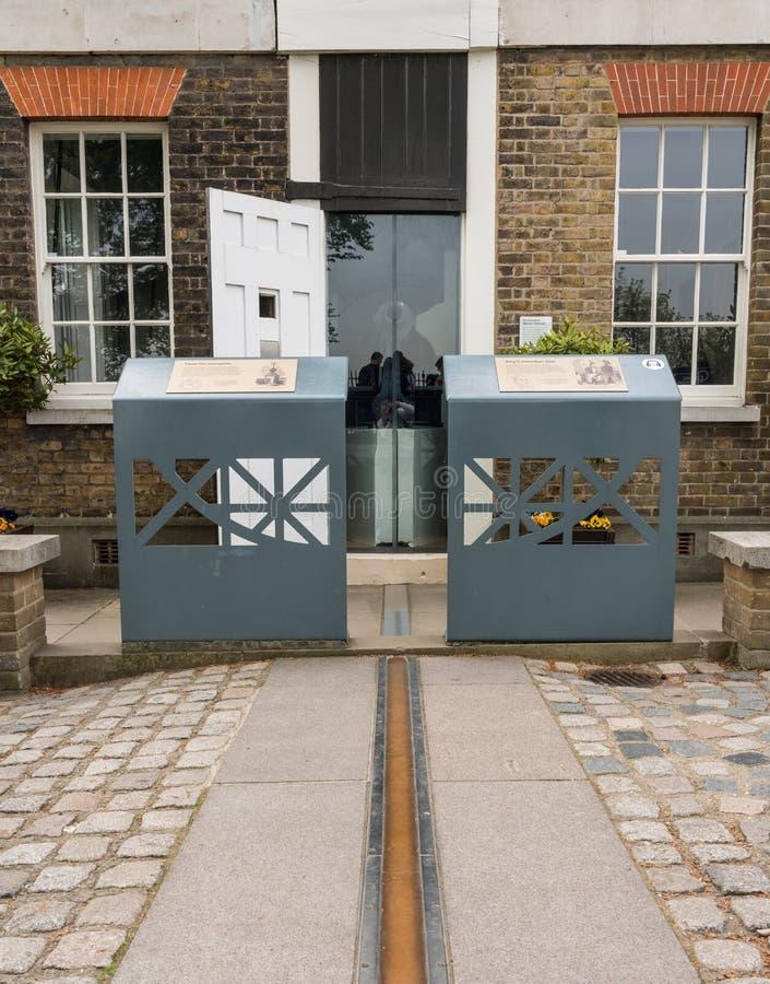 Línea meridiana de Greenwich en el observatorio real fotos de archivo