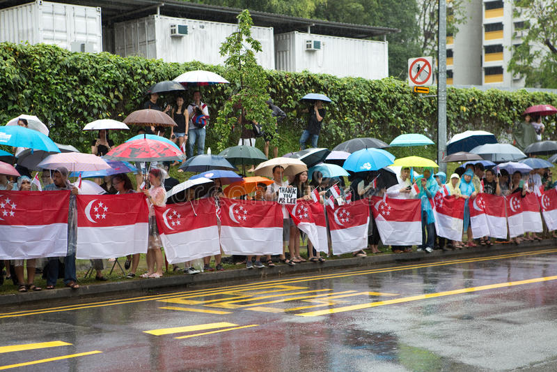 Línea pública camino para pasar el ataúd del ex primer ministro de Singapur, Lee Kuan Yew fotografía de archivo