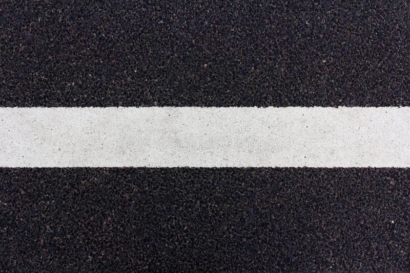 Línea pintada en el camino fotografía de archivo