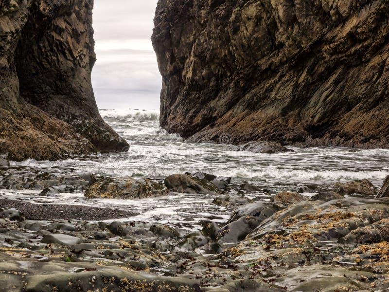 Línea rocosa de la costa imagen de archivo