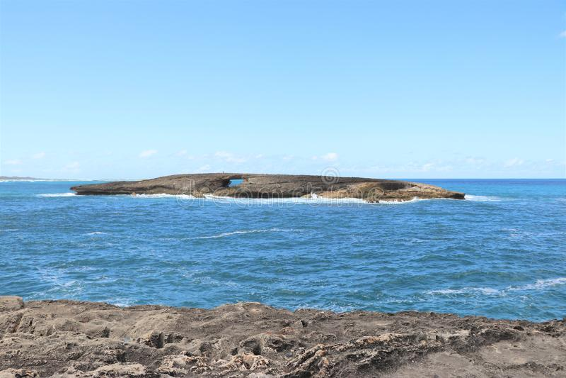Línea rocosa de punto de Leie, una atracción turística popular de la costa en la orilla del norte de Oahu, Hawaii imagenes de archivo