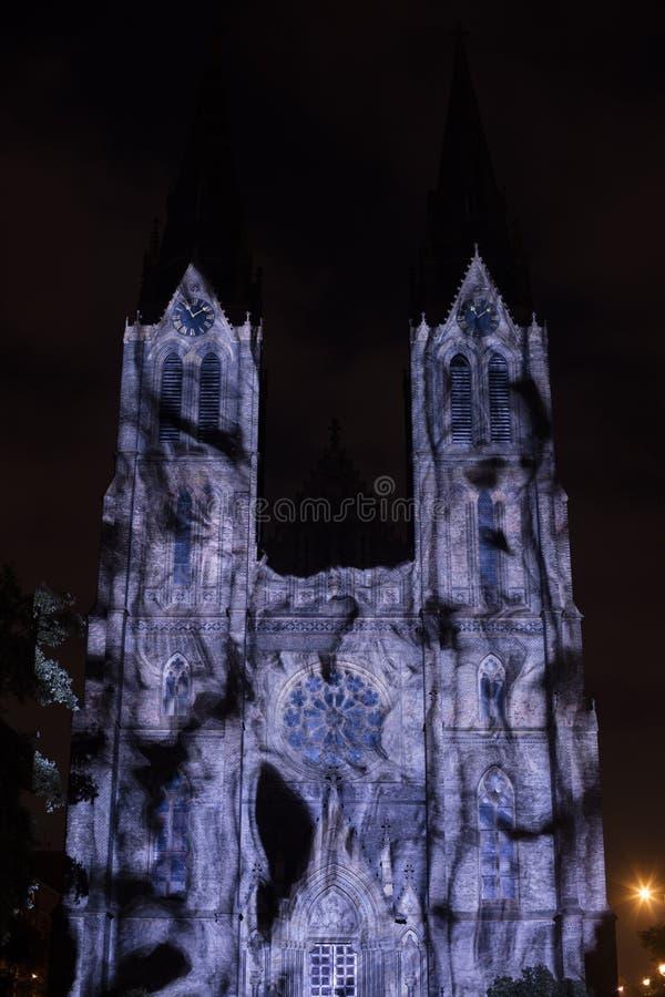 Línea sólido del punto de Videomapping de la superficie de Daniel Rossa en los churs de Ludmila del santo en el festival 2016 de  foto de archivo libre de regalías